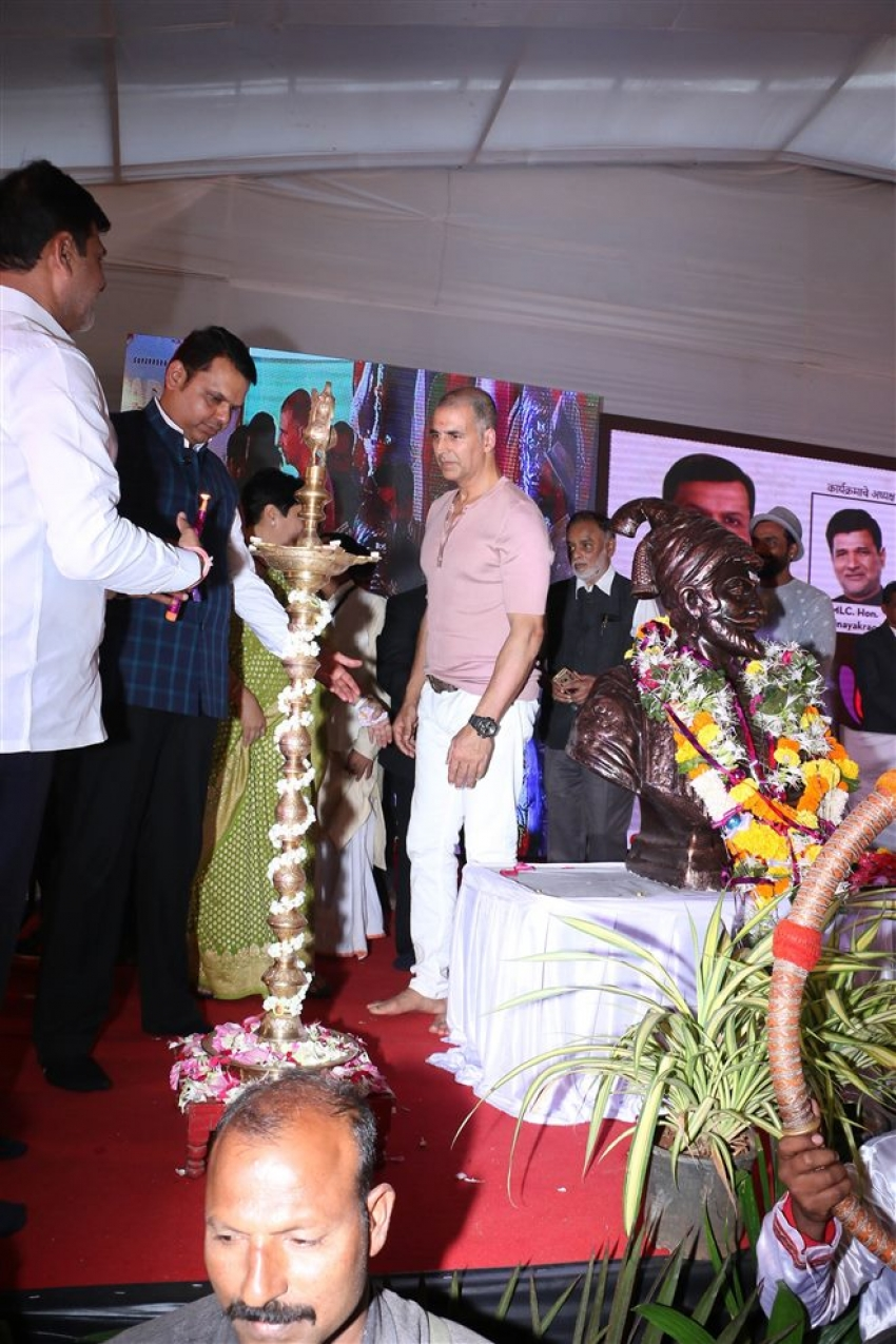 Akshay Kumar And Devendra Padanvis Inaugurate The Versova Festival Photos