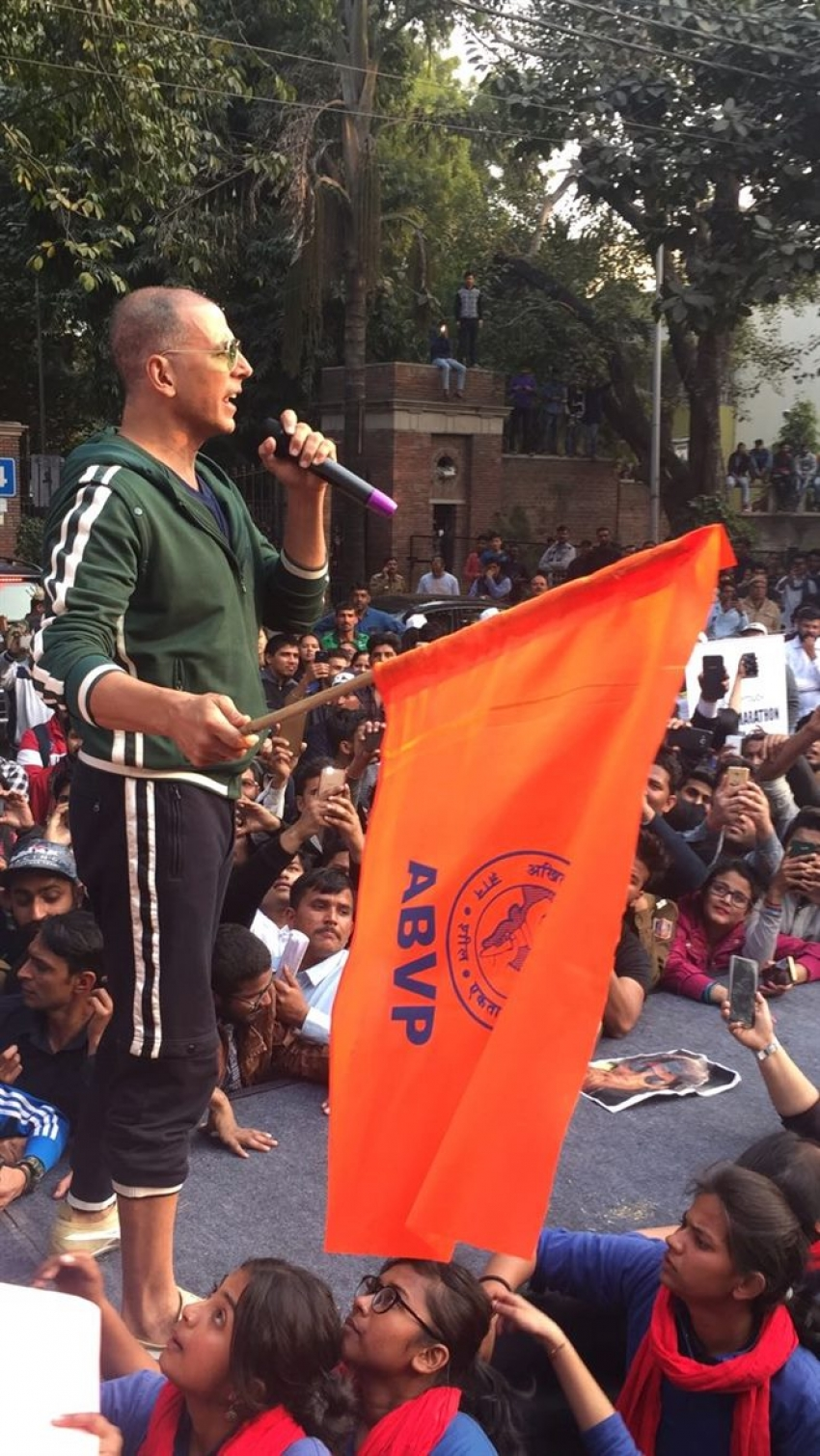 Akshay Kumar Flagged Off The Delhi University's Women Marathon Photos