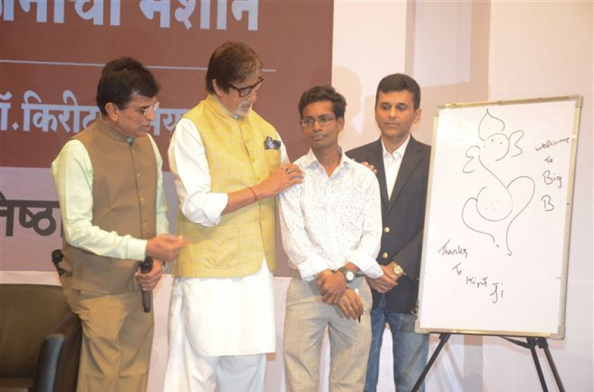 Amitabh Bachchan Interacts With The Beneficiaries Of Hearing Aid Kits Photos