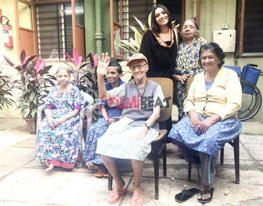 Ankita Lokhande Visited Old Age Home Photos