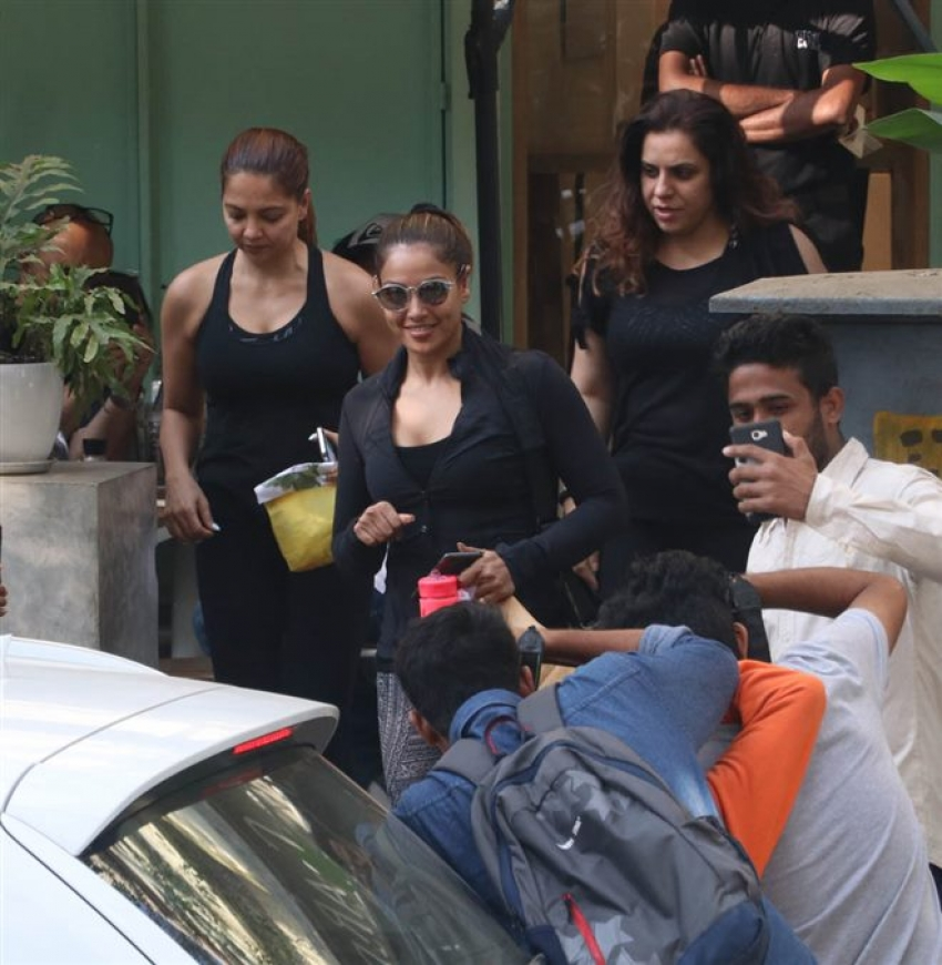 Bipasha Basu Spotted At Kitchen Garden Photos