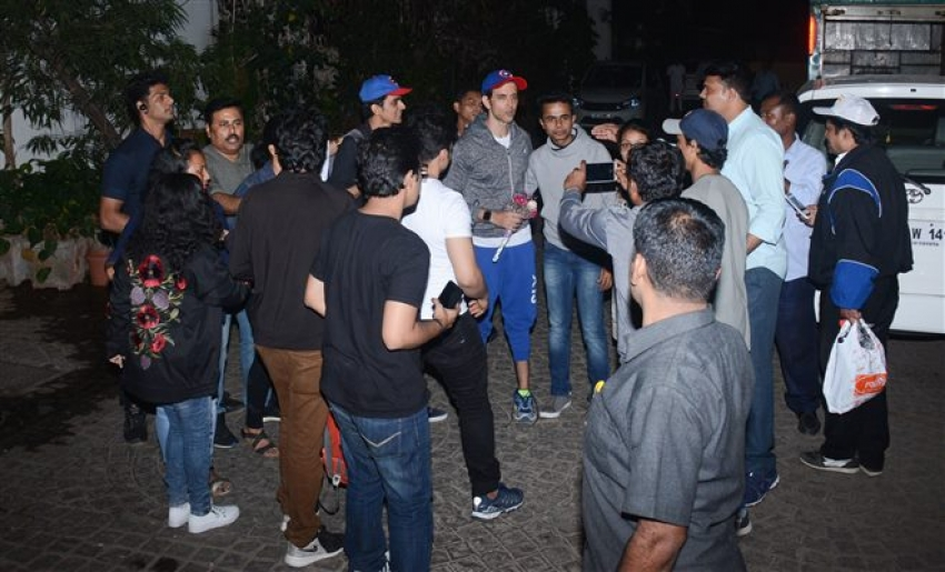 Fans Wishes Hrithik Roshan On His 44th Birthday Photos