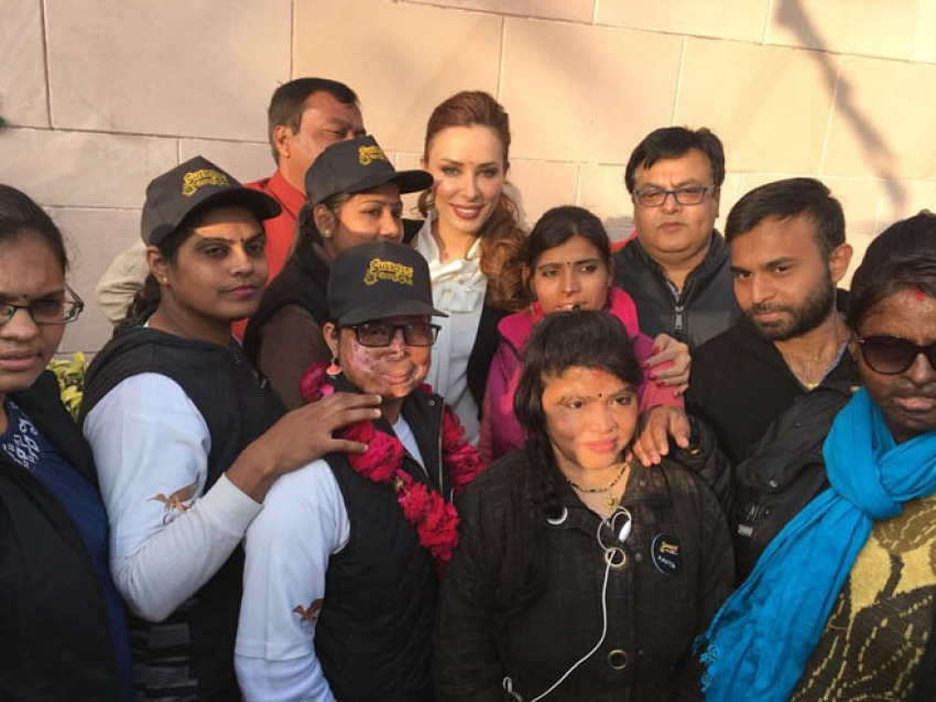 ​Iulia Vantur Comes Forward To Support The Heroes At Sheroes Photos