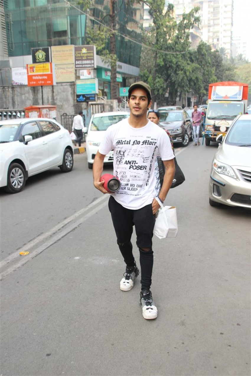 Jhanvi Kapoor And Ishaan Khattar Spotted At Cafe Bandra Photos