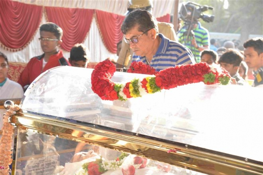 Kannada Film Industry Pays Last Respect To Kashinath Photos