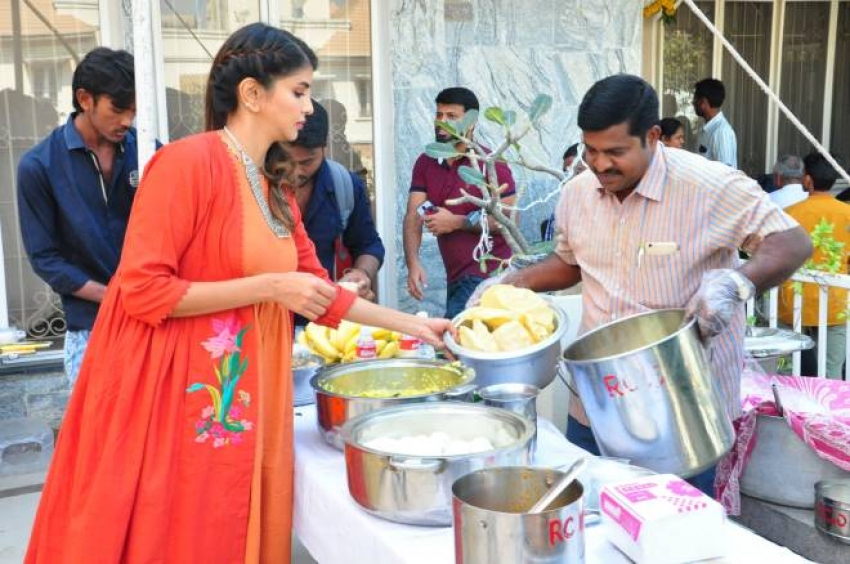 Lakshmi Manchu Celebrates Sankranthi With Kids From Govt Schools Photos
