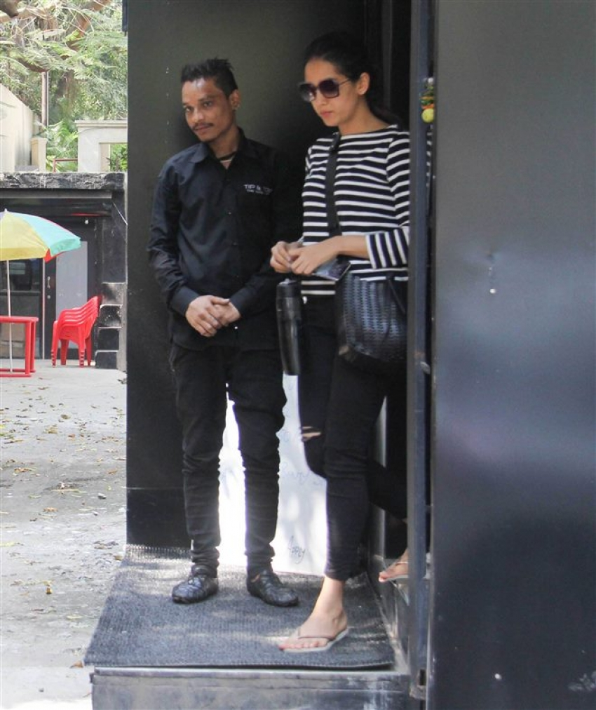 Mira Rajput Spotted At Tip And Teo Salon Juhu Photos