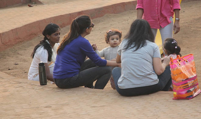 Mira Rajput Spotted With Her Daughter At Joggers Park In Mumbai