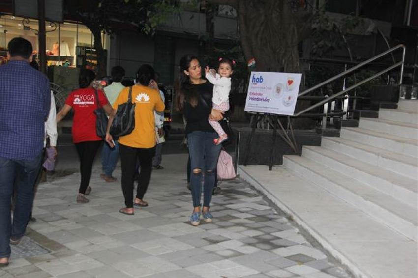 Mira Rajput With Daughter Misha Spotted At Bandra Photos