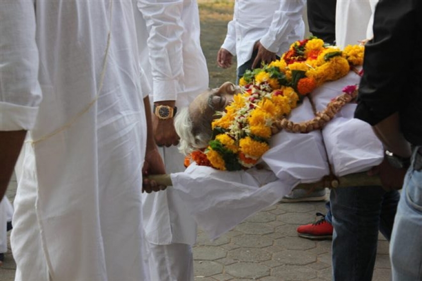 Nikhil Dwivedi Father Funeral In Mumbai Photos