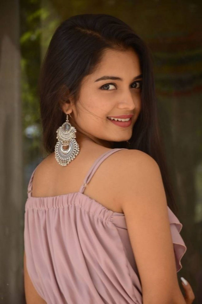Priyanka Jain Photos