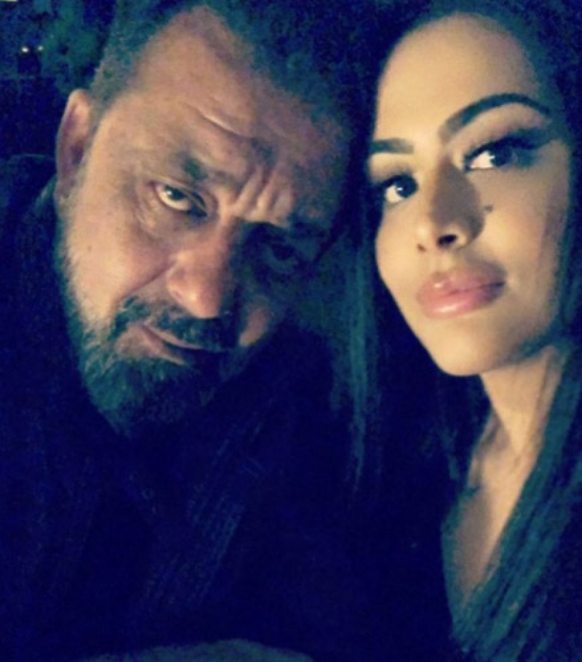 Sanjay Dutt Celebrates New Year 2018 With His Family Photos