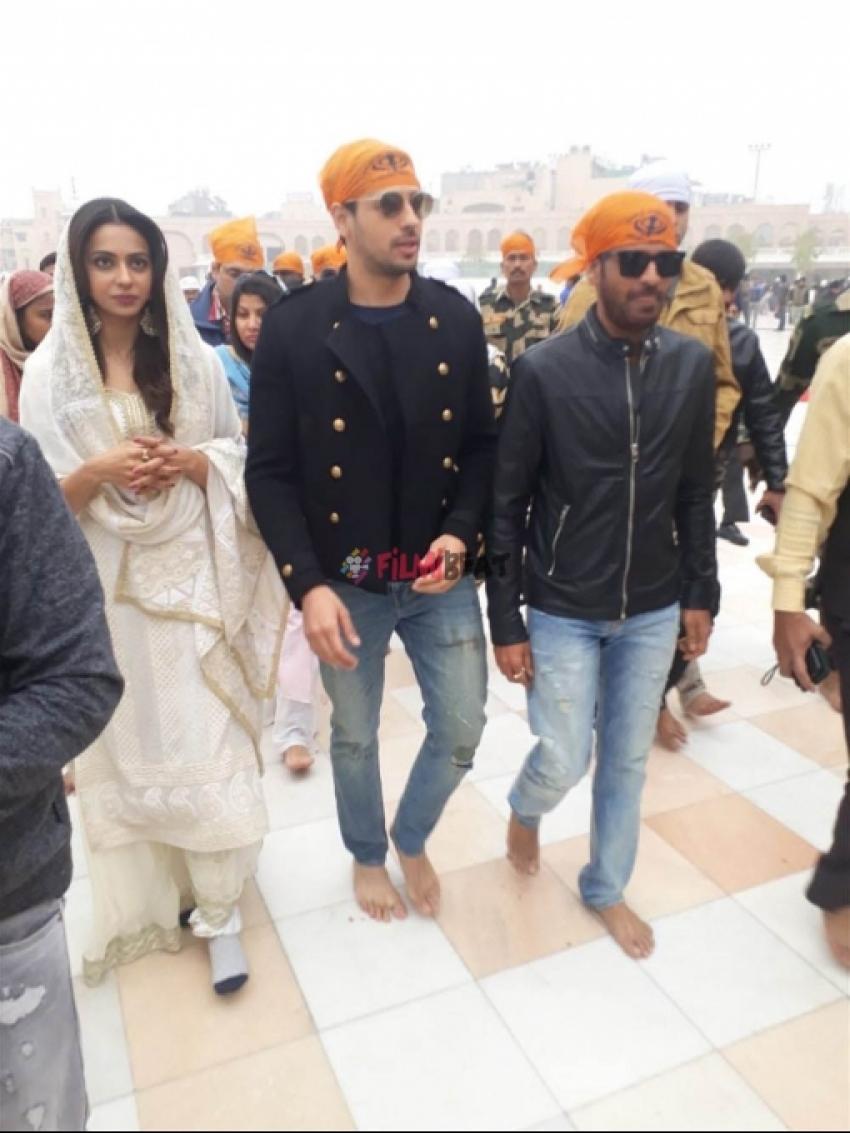 Siddharth Malhotra, Rakul Preet And Manoj Bajpayee At Golden Temple Photos
