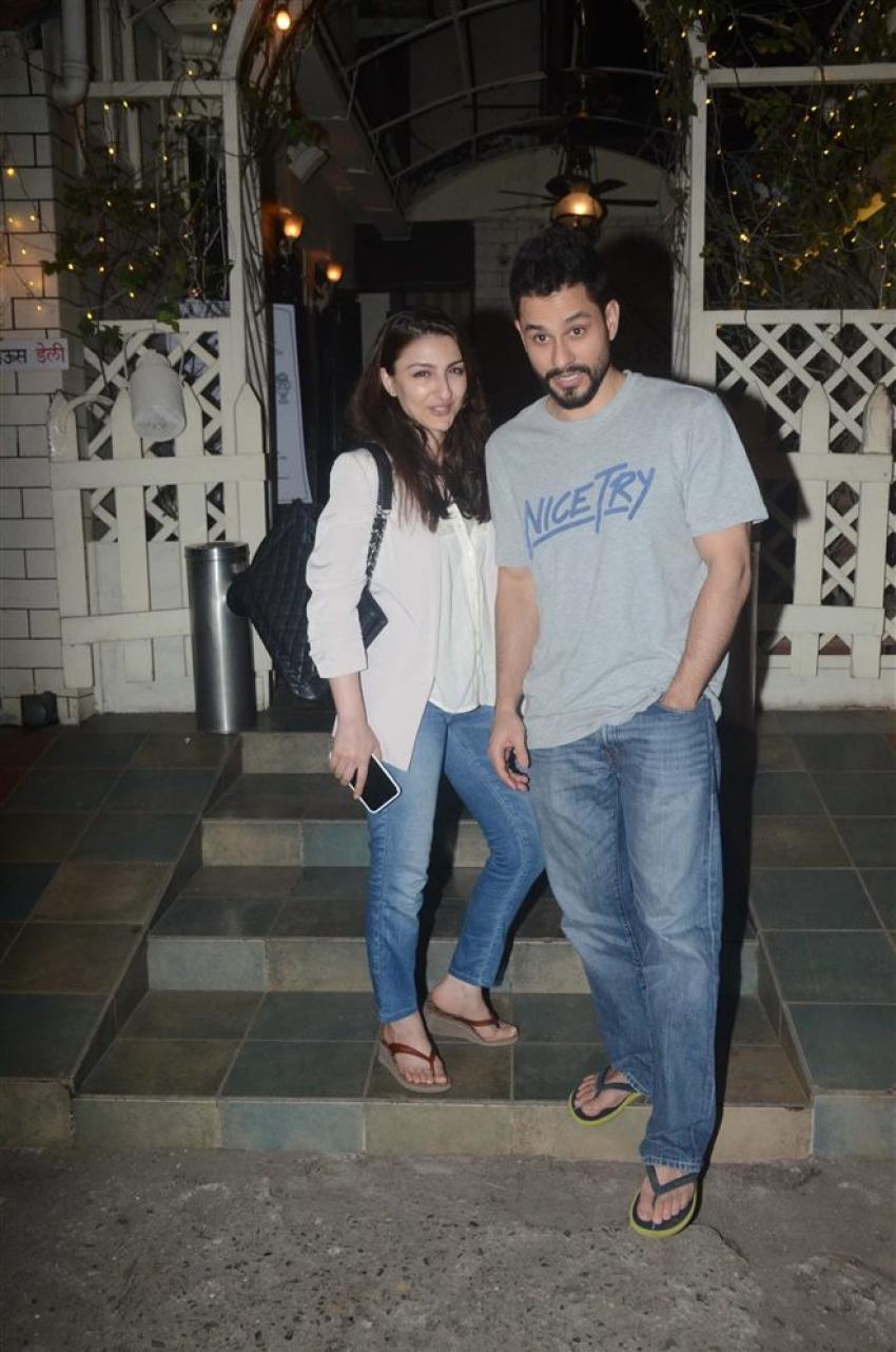 Soha Ali Khan And Kunal Khemu Spotted At Smoke House Bandra Photos