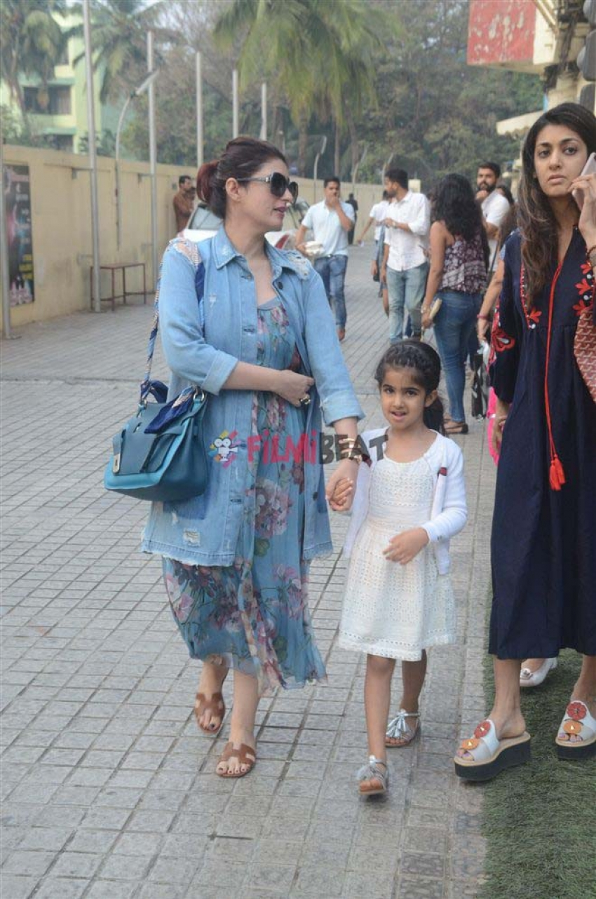 Twinkle Khanna With Daughter Nitara Spotted At Juhu PVR Photos
