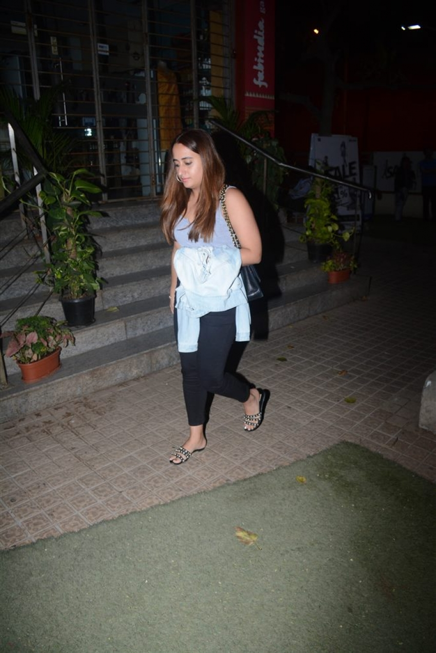 Varun Dhavan With Girlfriend Spotted At Juhu PVR Photos