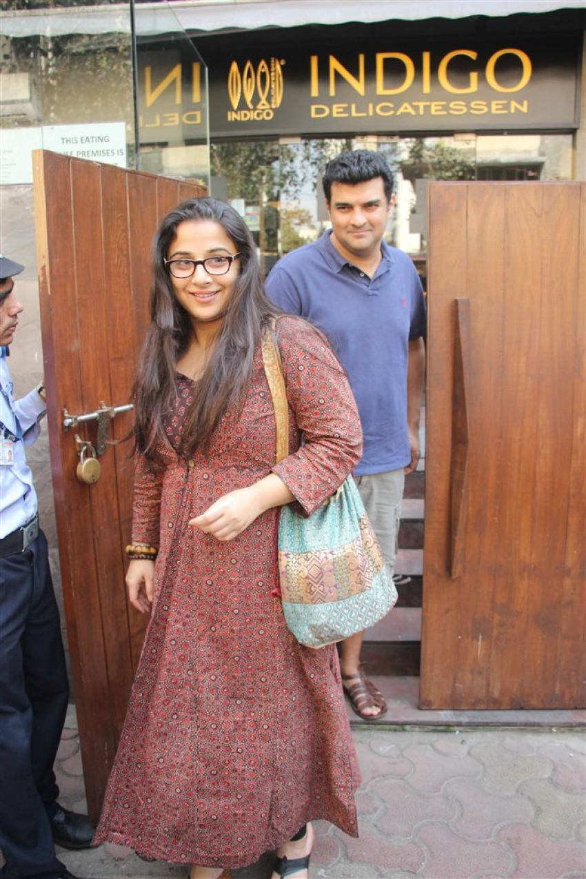 Vidya Balan With Hubby Spotted At Indigo Bandra Photos