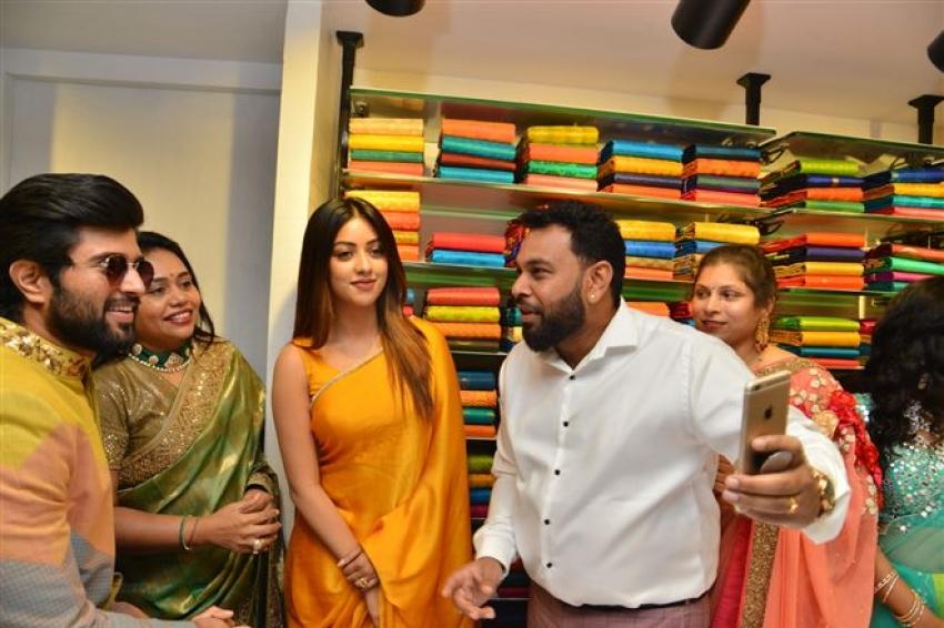 Vijay Deverakonda & Anu Emmanuel Launches KLM Fashion Mall At Dilsukhnagar Photos