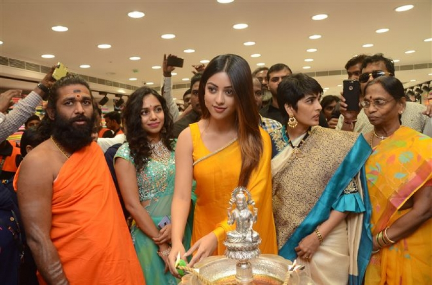 Vijay Deverakonda & Anu Emmanuel Launches KLM Fashion Mall At Dilsukhnagar