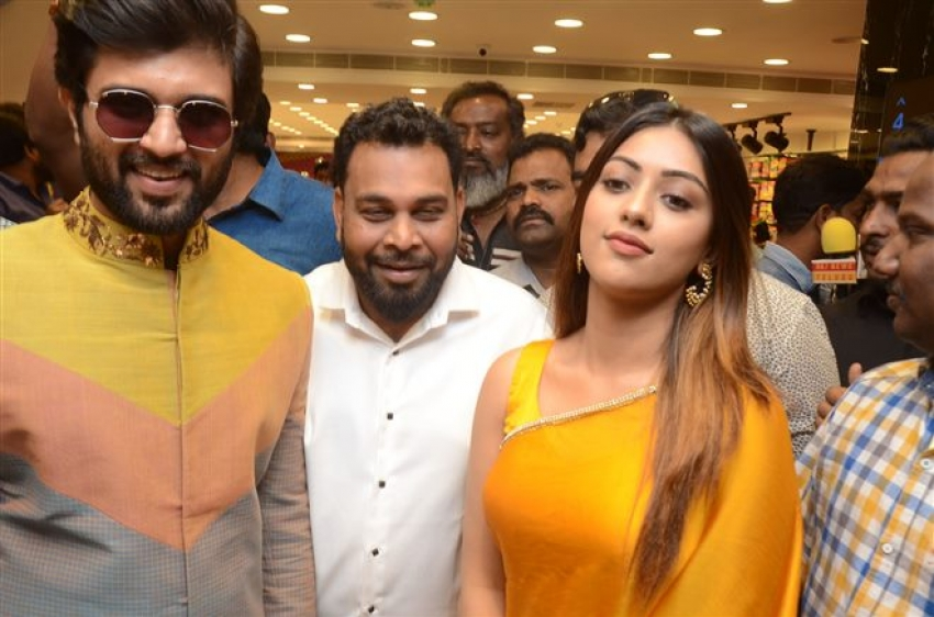Vijay Deverakonda & Anu Emmanuel Launches KLM Fashion Mall At Dilsukhnagar Photos