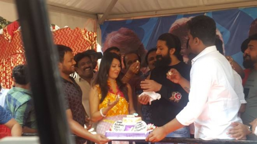 Yash 32nd Birthday Celebrations With Fans Photos