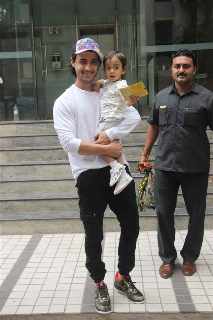 Aayush Sharma With Son Ahil Spotted At Bandra Photos