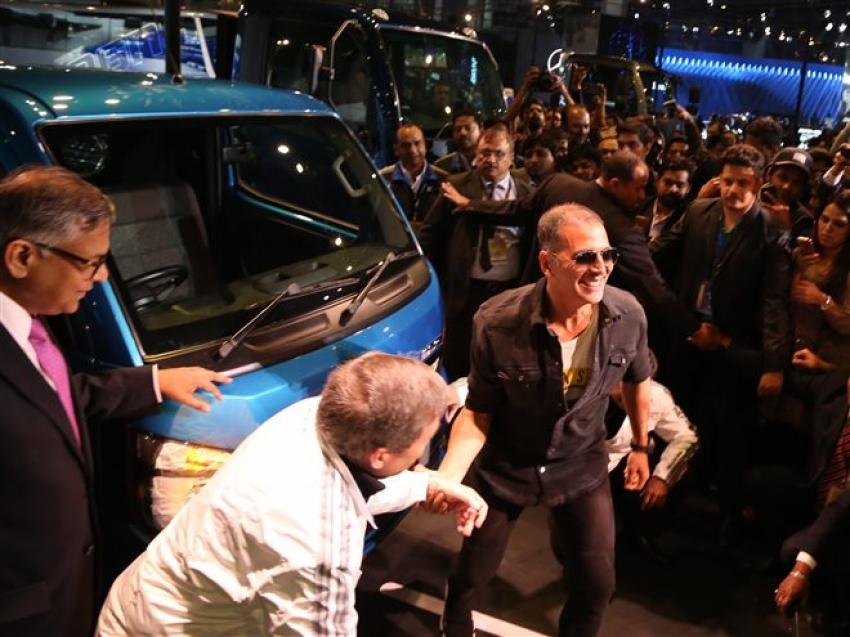 Akshay Kumar At Auto Expo 2018 In Noida Photos
