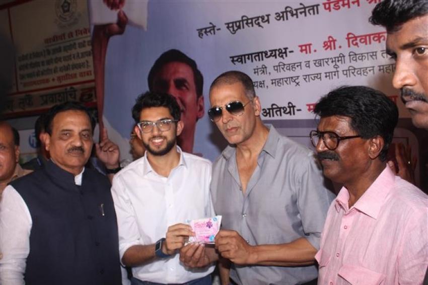 Akshay Kumar Inaugurate The Pad Vending Machines Photos