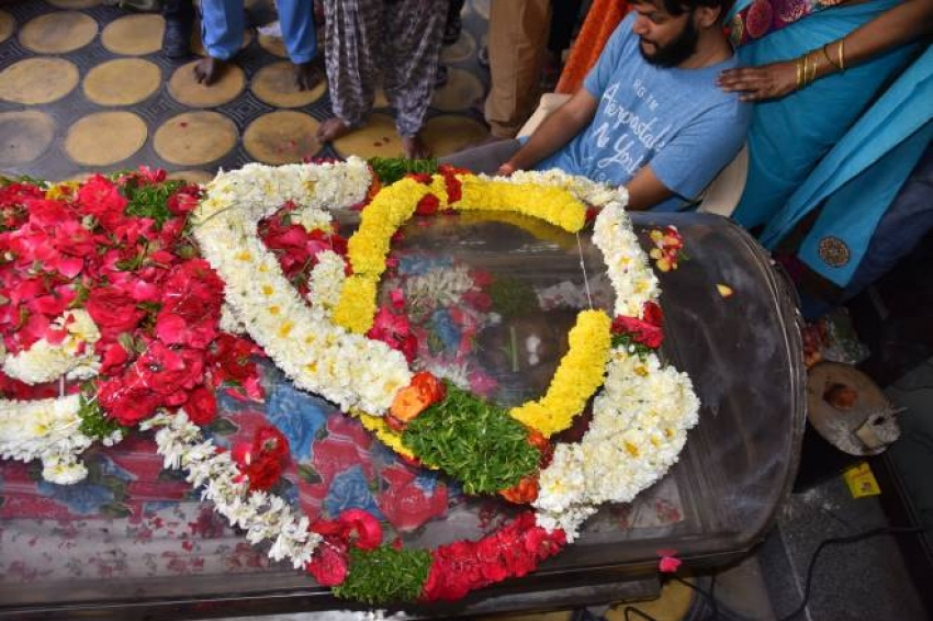Celebs Pay Last Respect To Actor Gundu Hanmantha Rao Photos