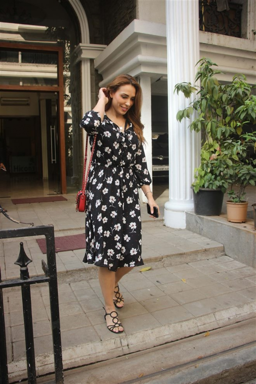 Iulia Vantur Spotted At Bandra Photos