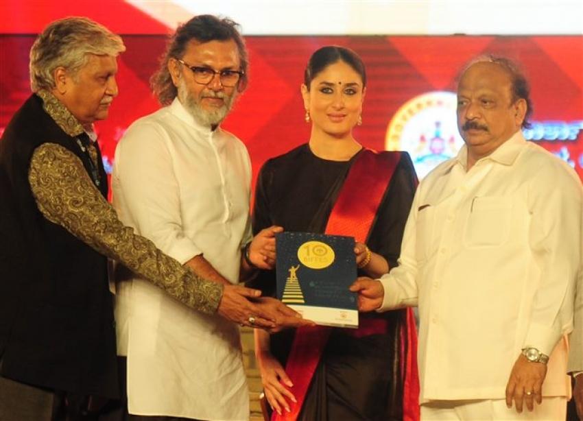 Kareena Kapoor Inaugrates Banglore Film Festival With Karnataka CM Siddaramaiah Photos