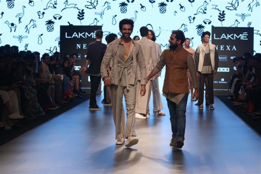 Kartik Aaryan Walks The Ramp At Lakme Fashion Week 2018 Photos