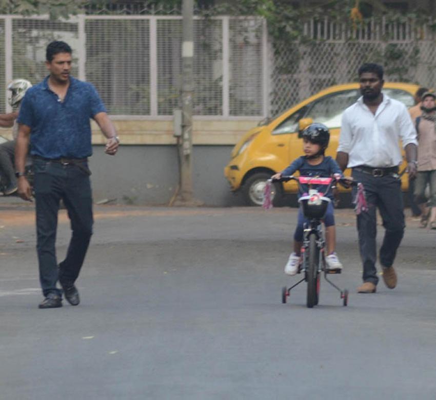 Mahesh Bhupati With Daughter Spotted At Bandra Photos