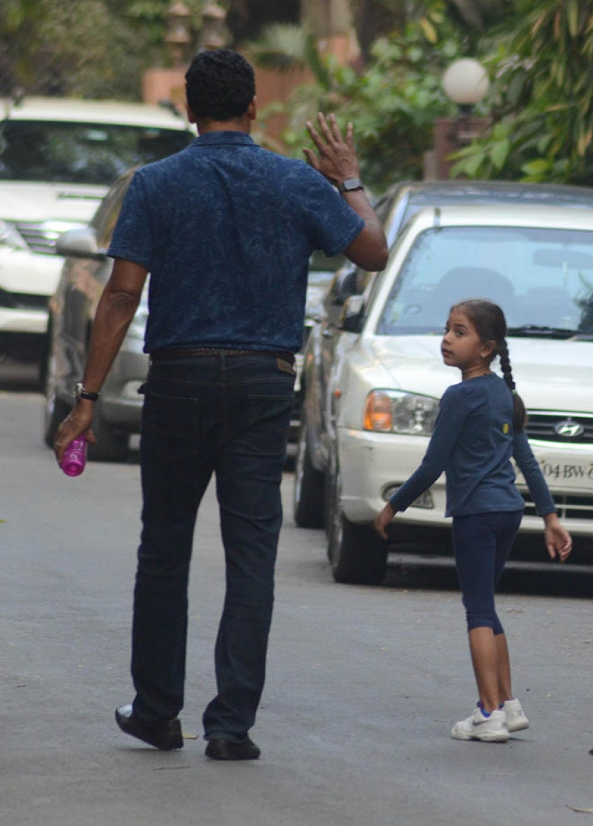 Mahesh Bhupati With Daughter Spotted At Bandra Photos