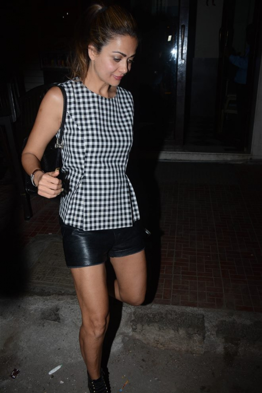 Malaika Arora With Sister Amruta Arora Spotted At Bastian Bandra Photos