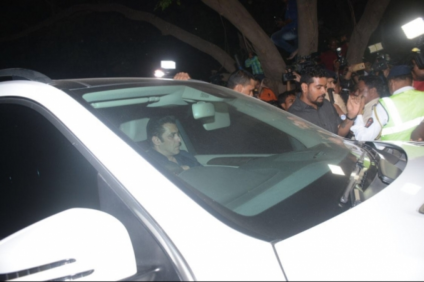 Salman Khan Pay Last Respect to Sridevi at Her Residence Photos