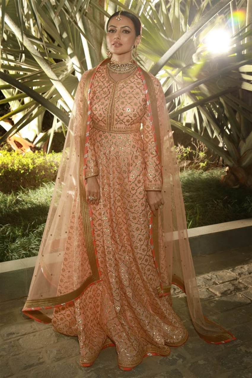 Sana Khan Displays Bridal Collection Of Reynu Taandon Photos