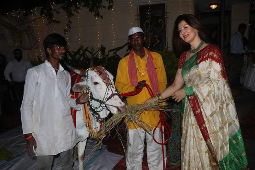 Sangeeta Bijlani & Nimrat Kaur At Maha Shivaratri Celebration 2018 Photos