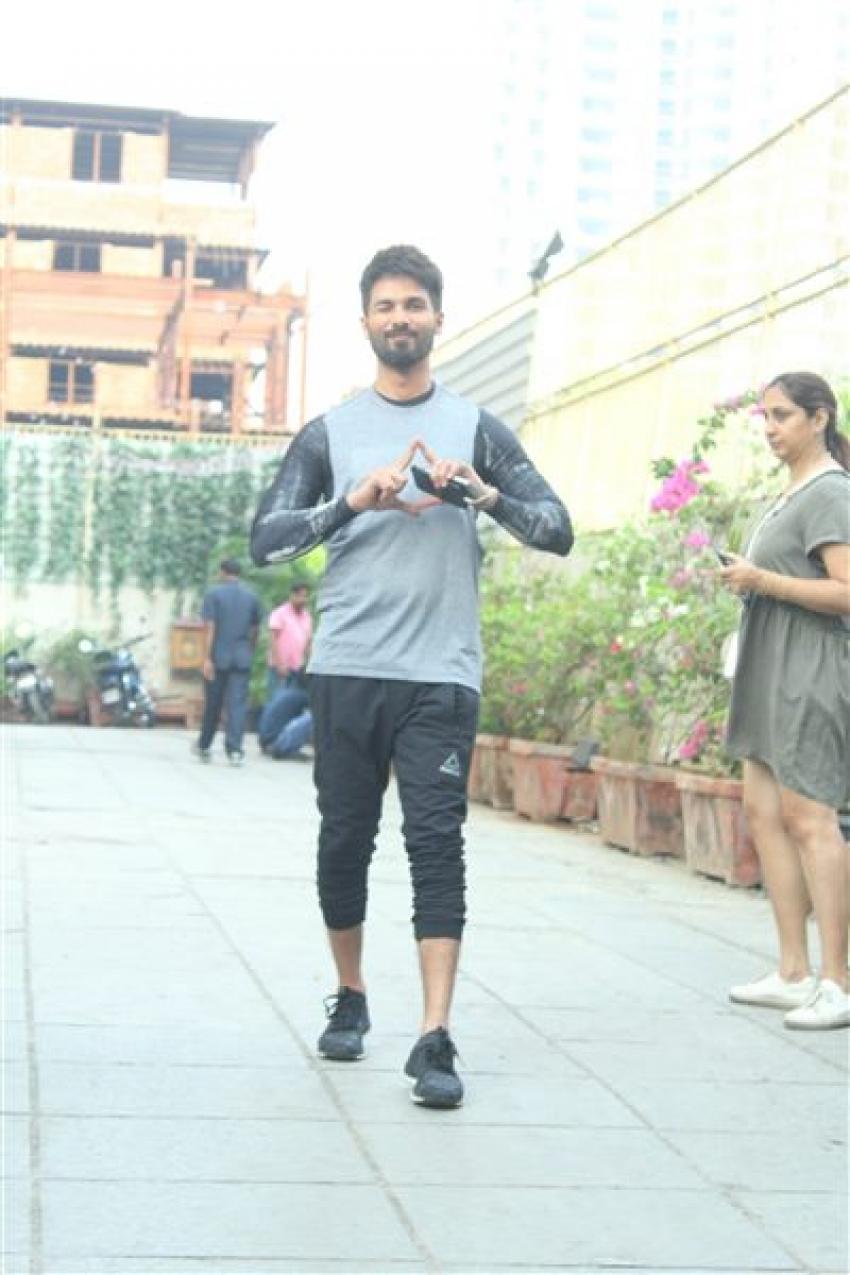 Shahid Kapoor Spotted At Su Casa Bandra Photos