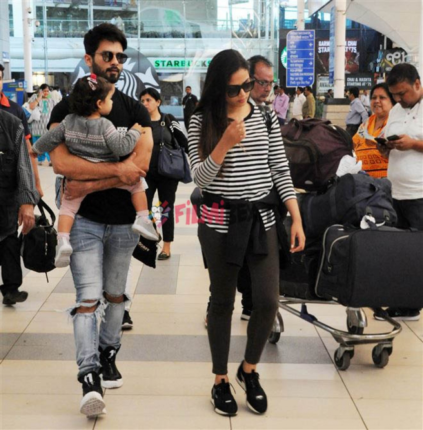 Shahid Kapoor With His Family Spotted At Mumbai Airport Photos