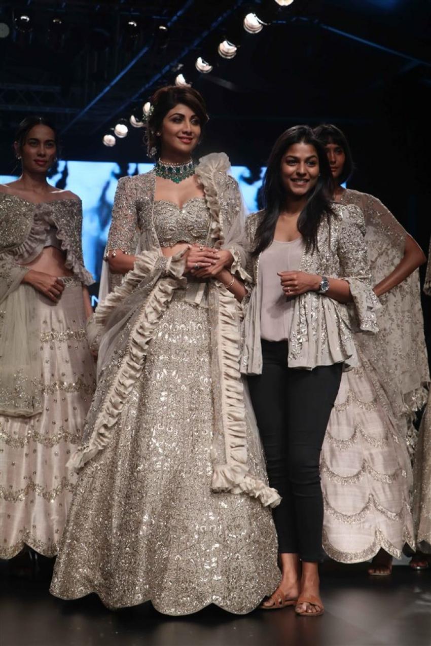 Shilpa Shetty Walks The Ramp At Lakme Fashion Week 2018 Photos