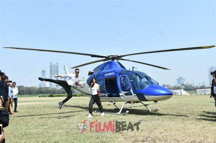 Tiger Shroff And Disha Patani Landing Via A Chopper At Mahalaxmi's Racecourse Photos