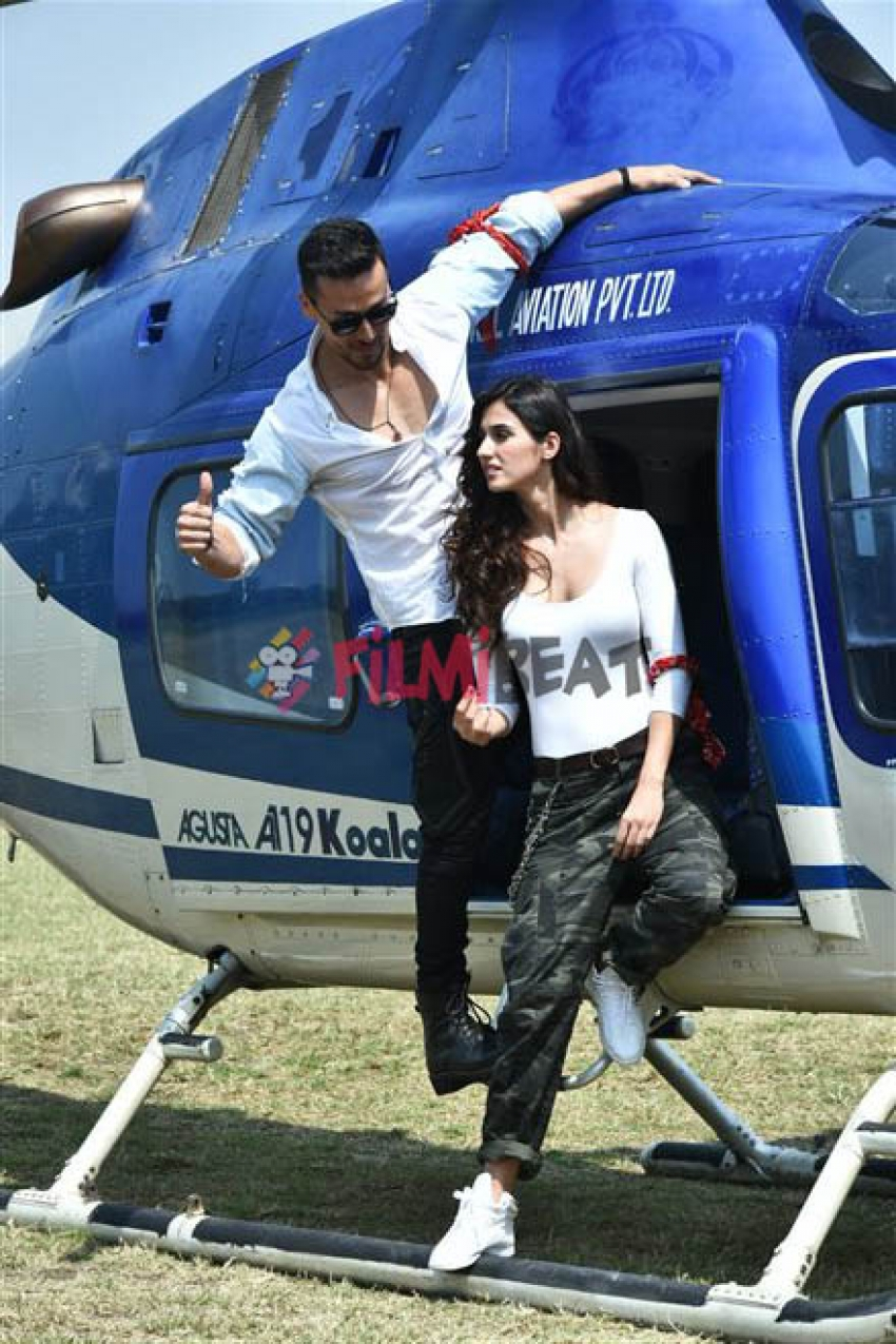 Tiger Shroff And Disha Patani Landing Via A Chopper At Mahalaxmi's Racecourse Photos