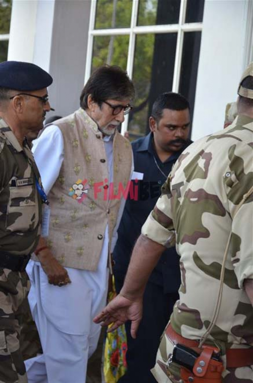 Amitabh Bachchan Snapped At Jodhpur Airport Photos