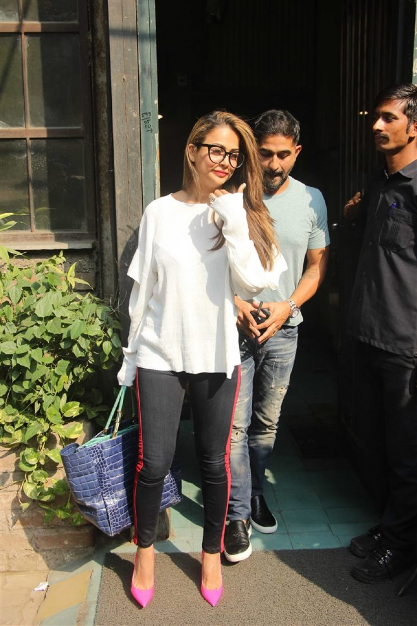 Amrita Arora With Husband Spotted At Pali Village Cafe Bandra Photos