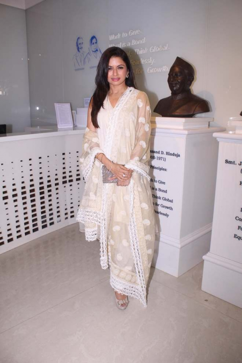 Bhagyashree Celebrates Women's Day With Hinduja Healthcare Photos