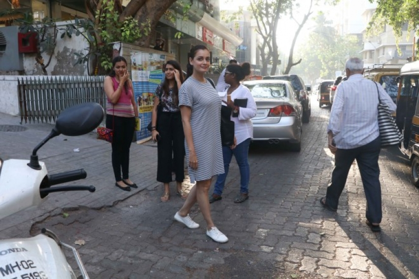 Dia Mirza Spotted At Bandra Photos