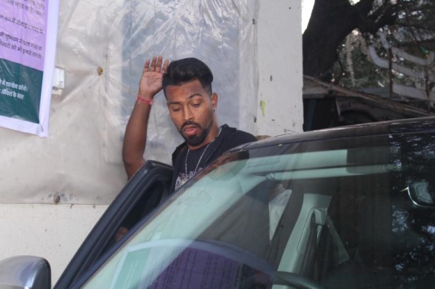Elli Avram And Hardik Pandya Spotted At Filmistan Studio Goregoan Photos