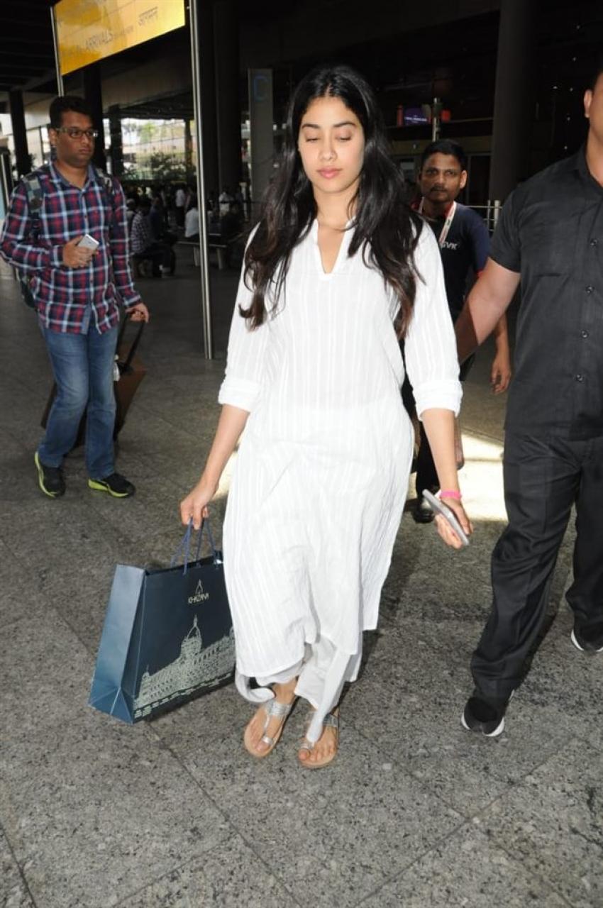 Jhanvi And Ishan Snapped At Airport Photos