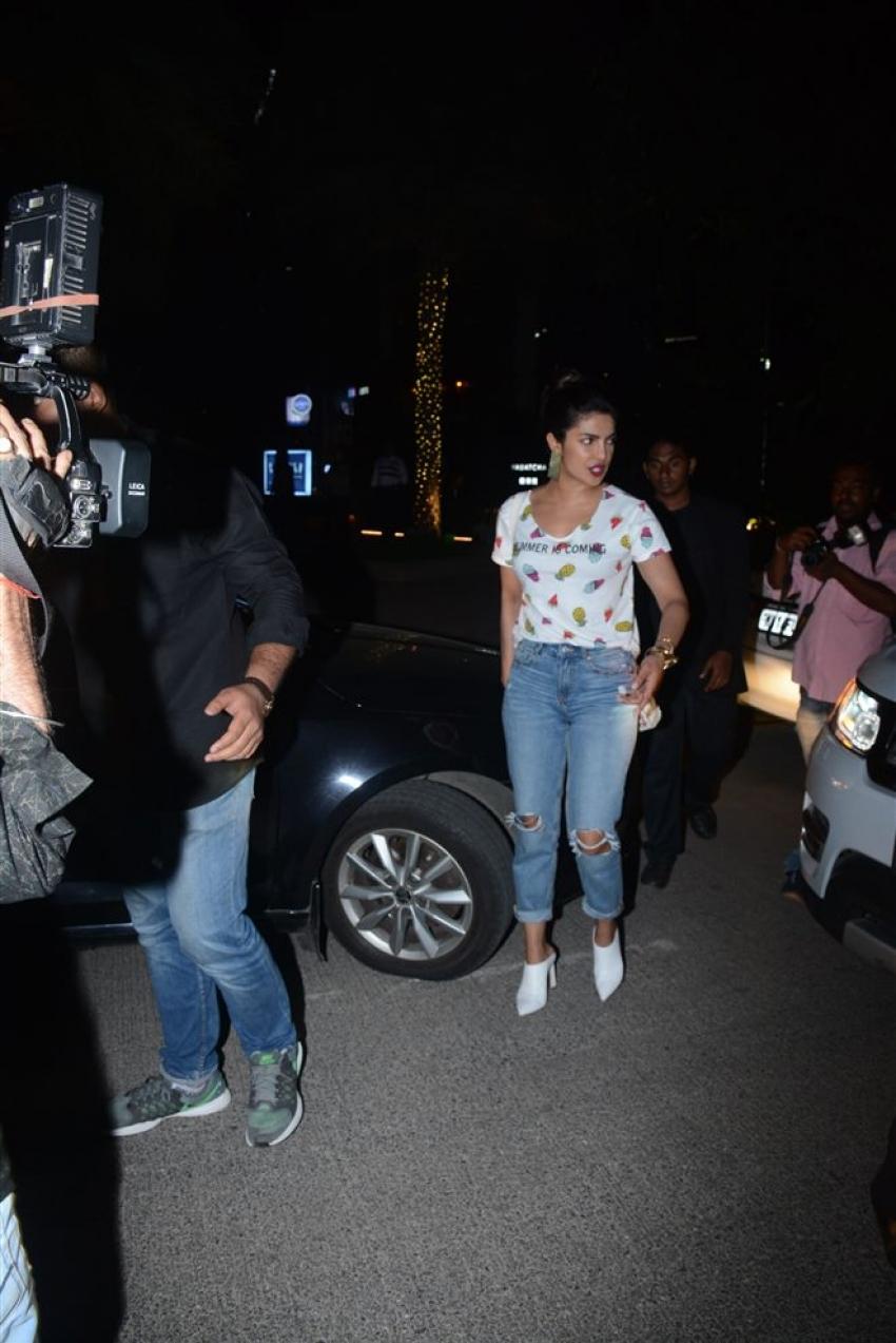 Priyanka Chopra And Arpita Khan Spotted At Bandra Photos